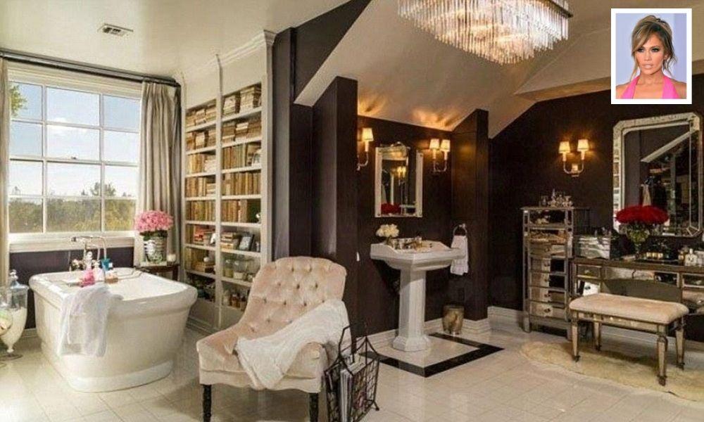 Jennifer-Lopez's-Bathroom