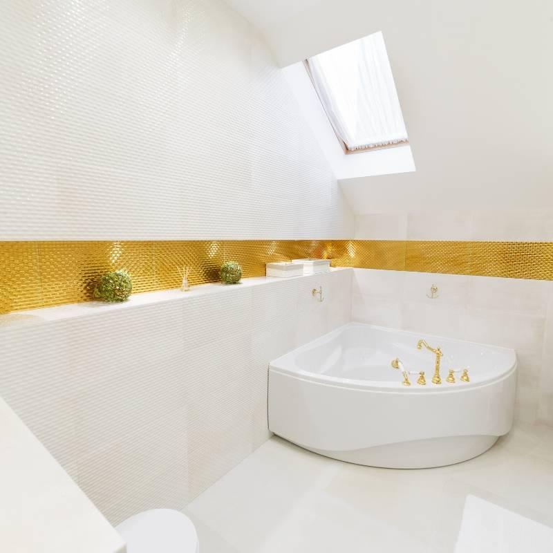 White-Corner-Bath-Placed-In-Bathroom-Corner