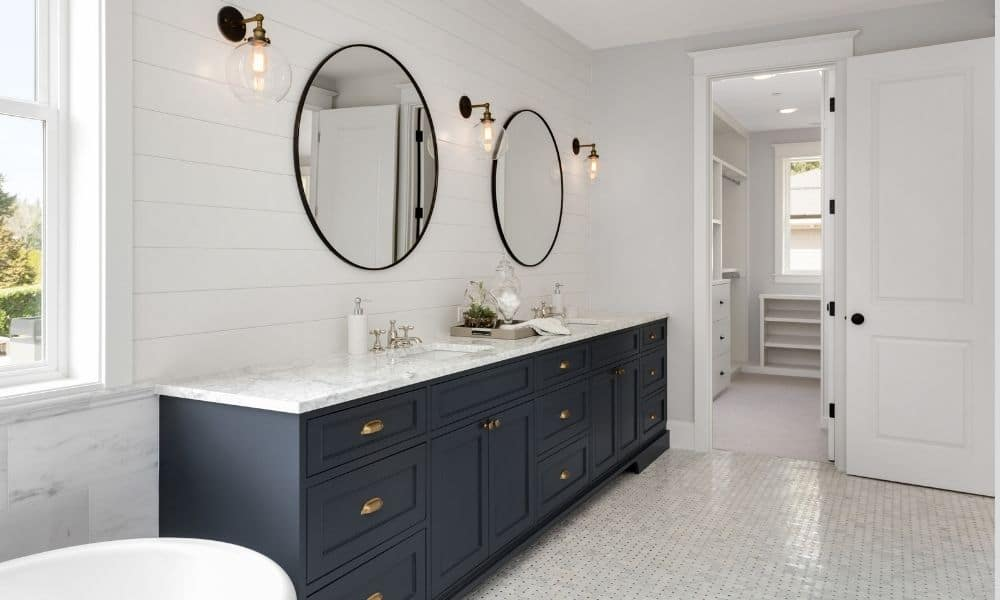 Bathroom-Space-With-Criss-Cross-Tiles