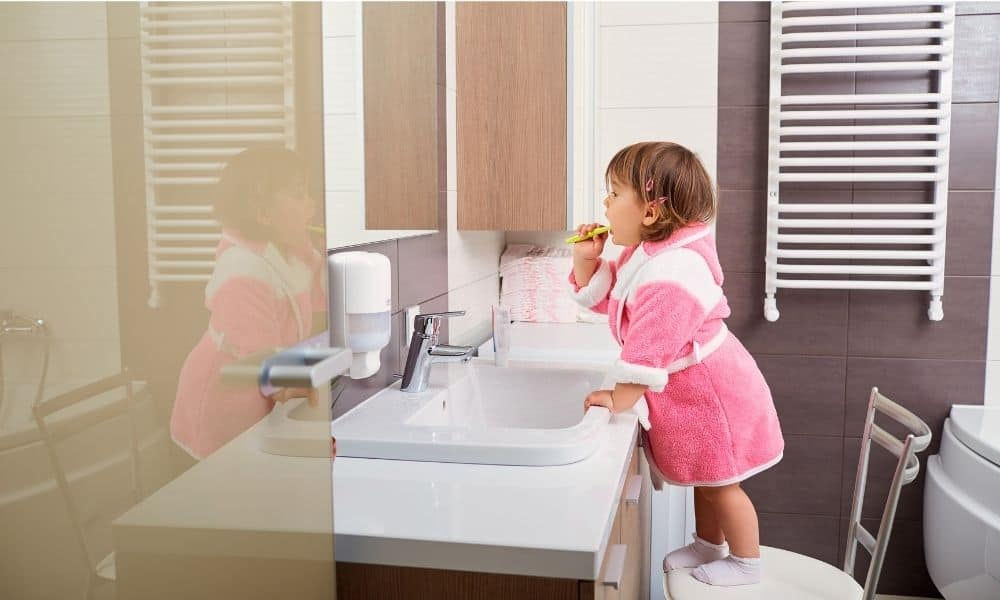Top-Tips-for-Keeping-Your-Child-Safe-in-the-Bathroom