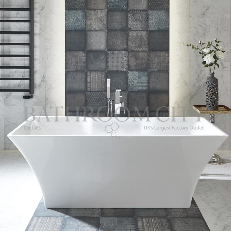 Aurora Luxury Freestanding Bath With Chrome Overflow And Waste