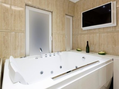 Five-Technology-Hacks-For-Your-Bathroom