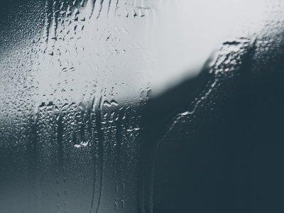 Remove-Steam-From-Bathroom-Mirror