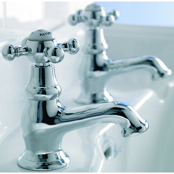 Traditional CHROME Twin Bath Taps (Pairs of taps) With a featured Standard spout And a lever Handle