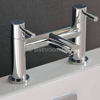luxurious Modern CHROME Bath Taps With a featured Standard spout And a lever Handle